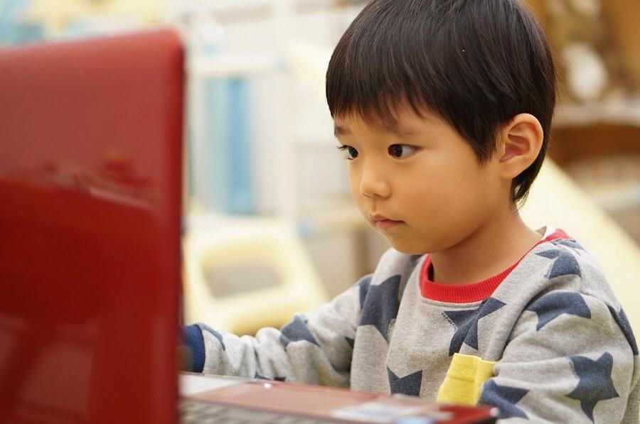 ICT教育とは?注目される背景やメリット・デメリットを解説